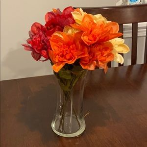 Simple fall flower arrangement in clear glass vase